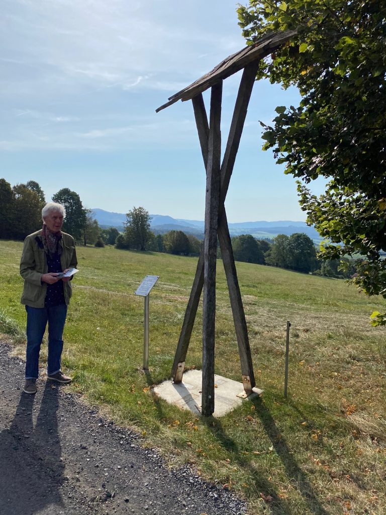 Objekt auf der Poppenhausener Kunstmeile, Titel: Struktur im Höhenflug
