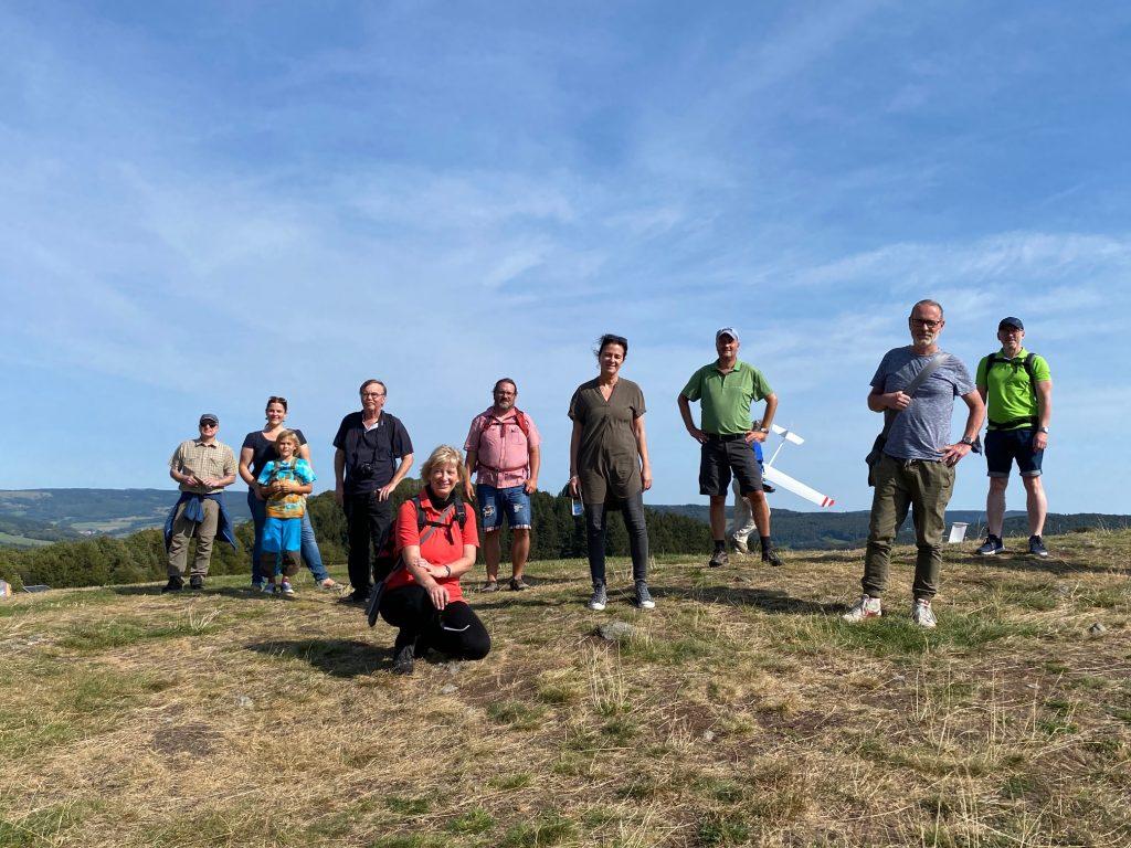 Gruppenfoto der Grünen Teilnehmenden bei der Wanderung